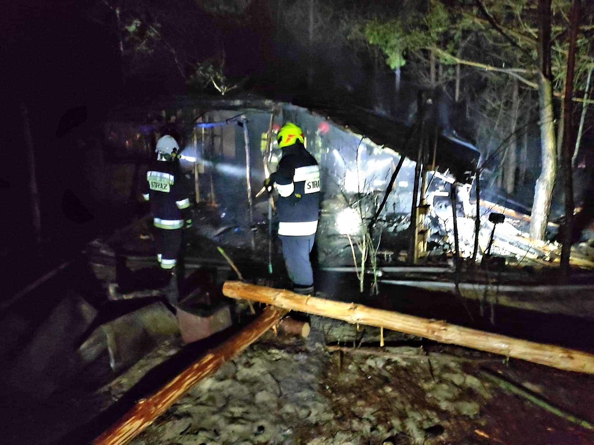 Nocny pożar w Ostrowach  Baranowskich [ZDJĘCIA] - Zdjęcie główne