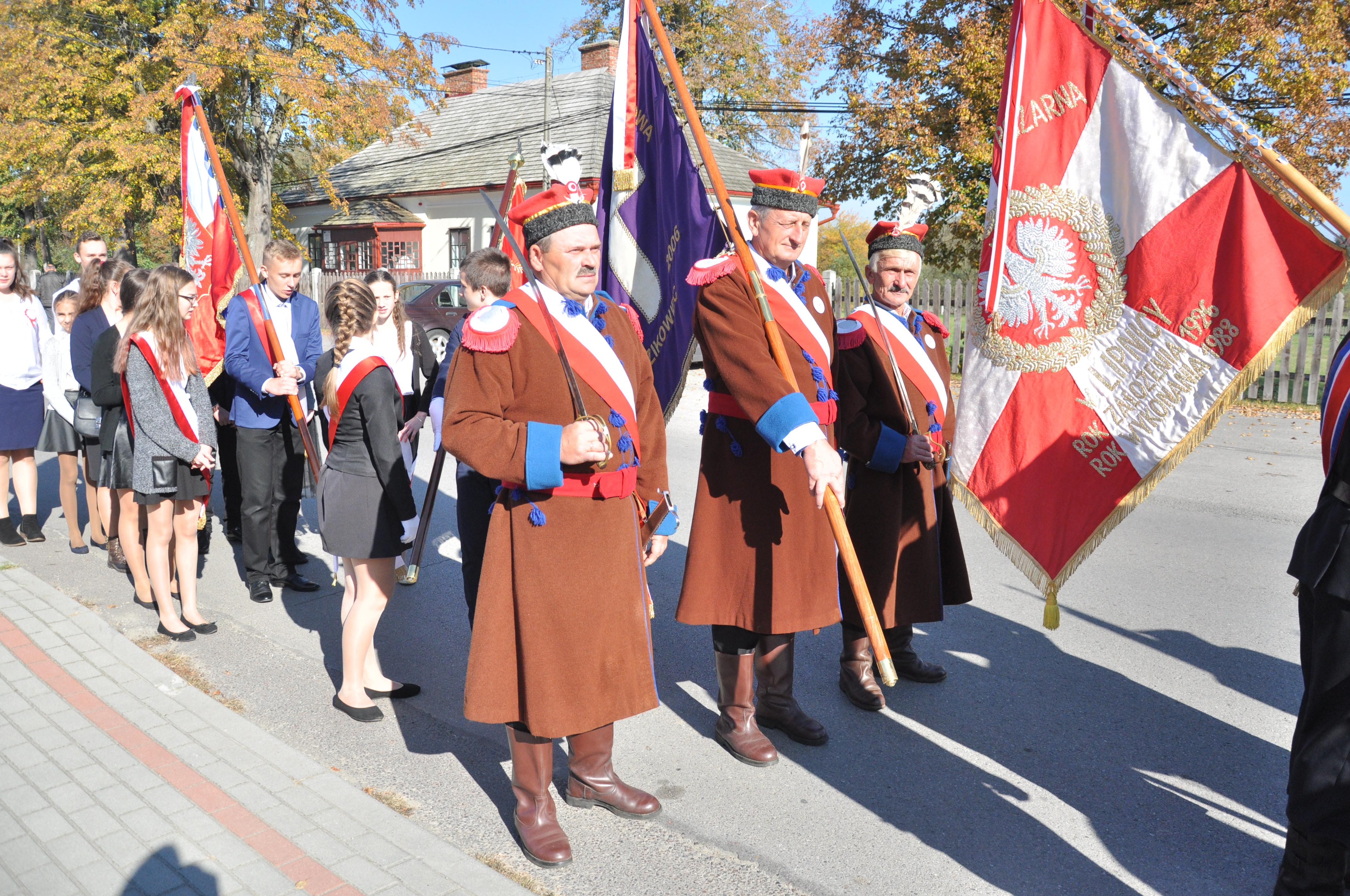 W środę, 9 października, w Dzikowcu odbyły się uroczystości związane z odsłonięciem tablicy pamiątkowej [GALERIA ZDJĘĆ] - Zdjęcie główne