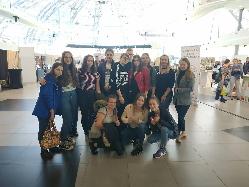 Młodzież z ZSAE w Weryni na targach - Zdjęcie główne