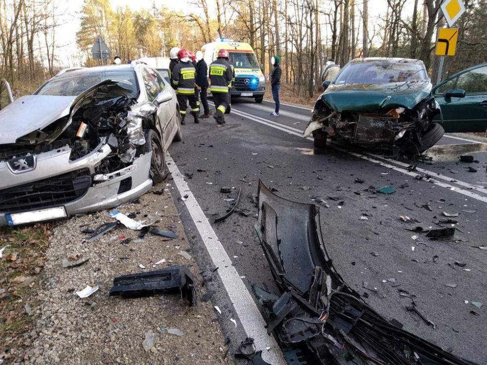 Z PODKARPACIA. Kolejne czołowe zderzenie na drogach naszego województwa - Zdjęcie główne
