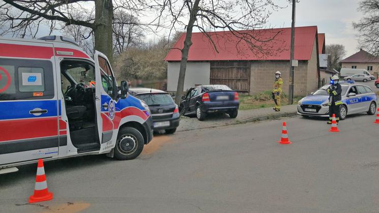 Zderzenie dwóch samochodów w Kopciach [ZDJĘCIA - AKTUALIZACJA] - Zdjęcie główne