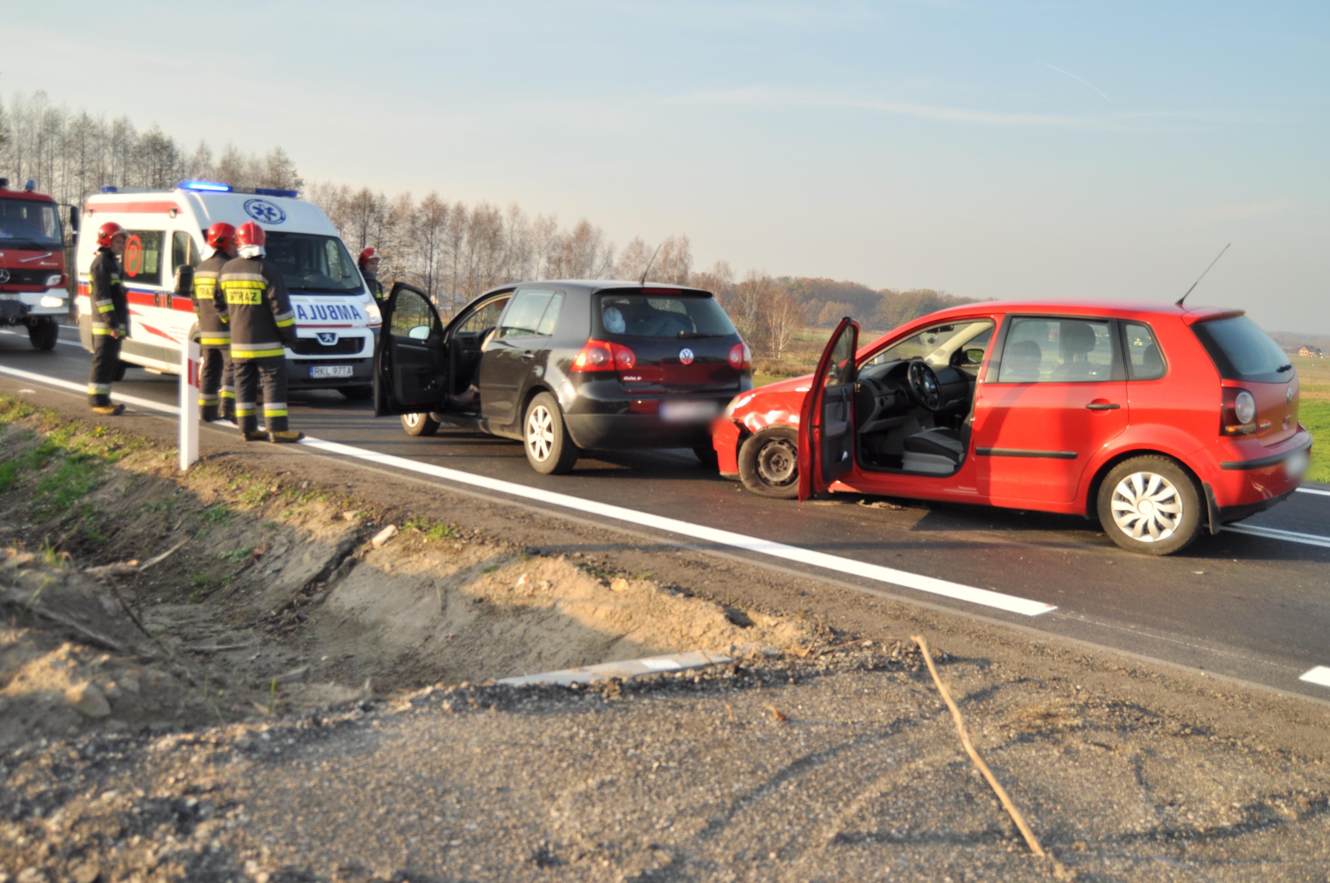 Stłuczka na drodze wojewódzkiej relacji Dzikowiec - Raniżów  - Zdjęcie główne