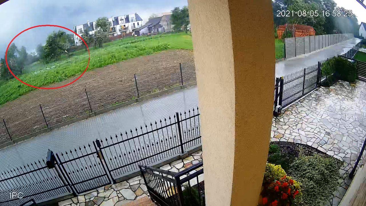 Podkarpacie: Nowe nagranie czwartkowej trąby powietrznej z Rzeszowa pokazuje jak była niebezpieczna! [WIDEO] - Zdjęcie główne