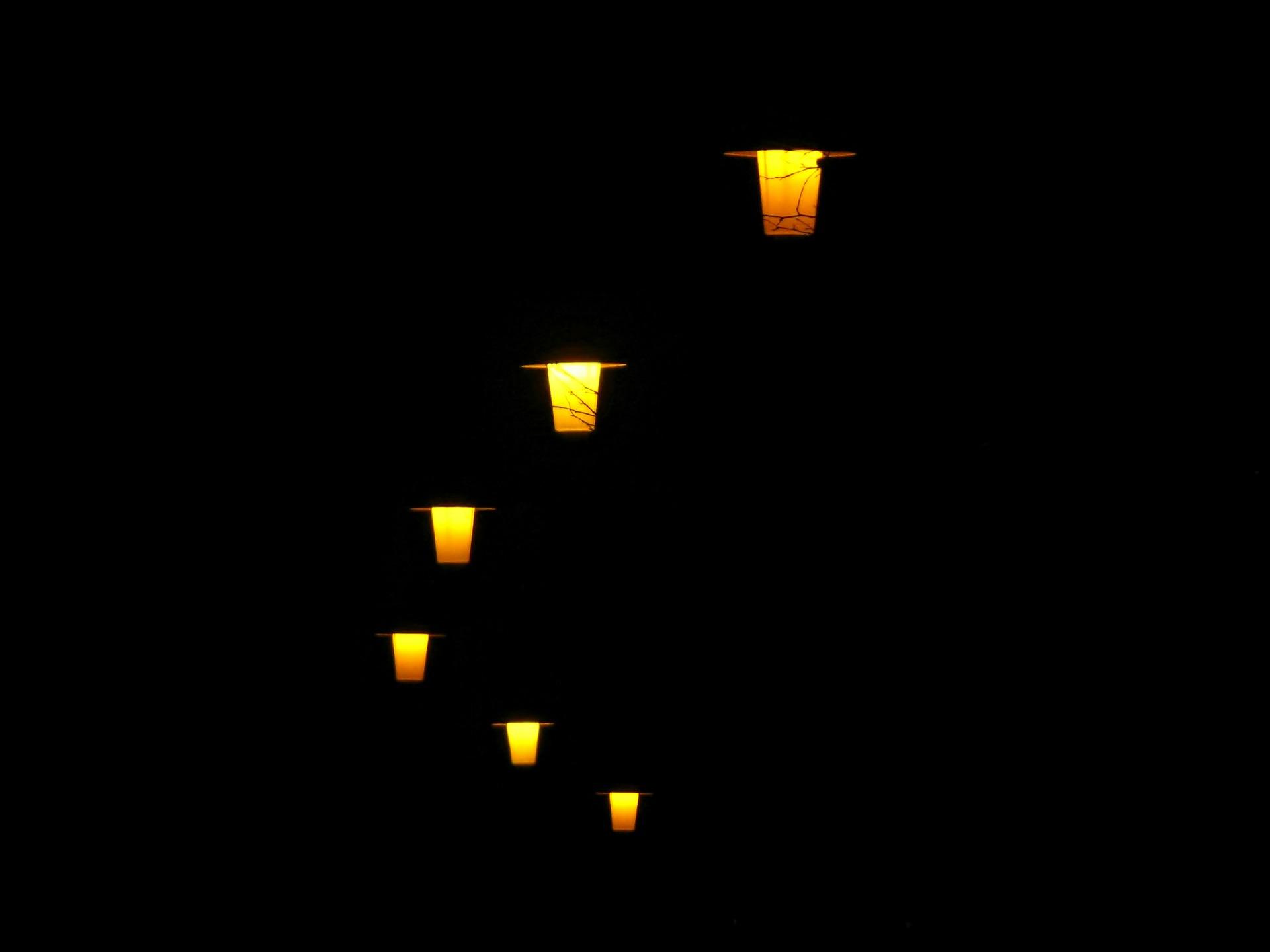 Lampy są, ale nie świecą. Mieszkańcom to się nie podoba - Zdjęcie główne