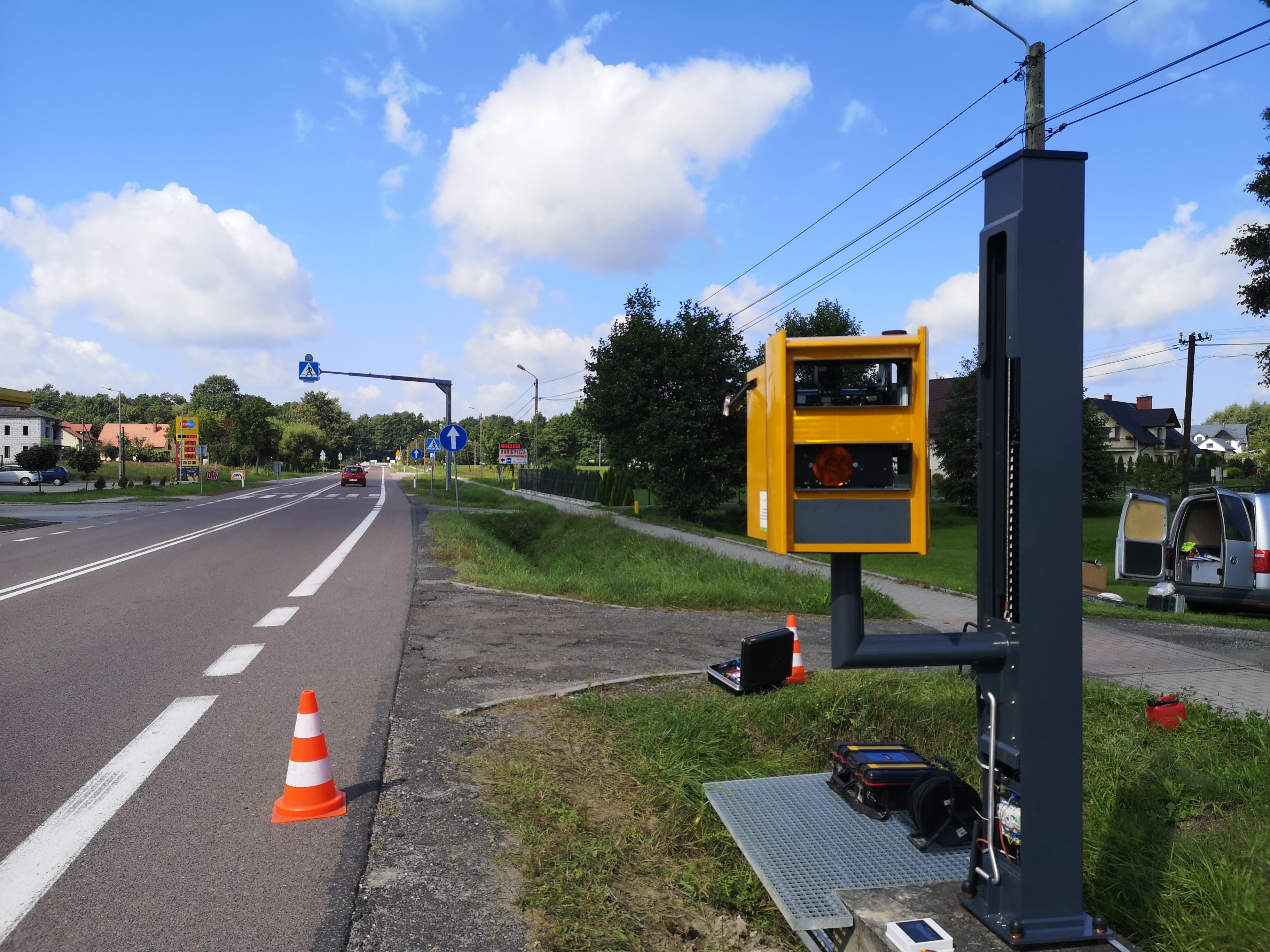 Nowy fotoradar stanął przy drodze krajowej nr 9  w Widełce [ZDJĘCIA - WIDEO - MAPA] - Zdjęcie główne