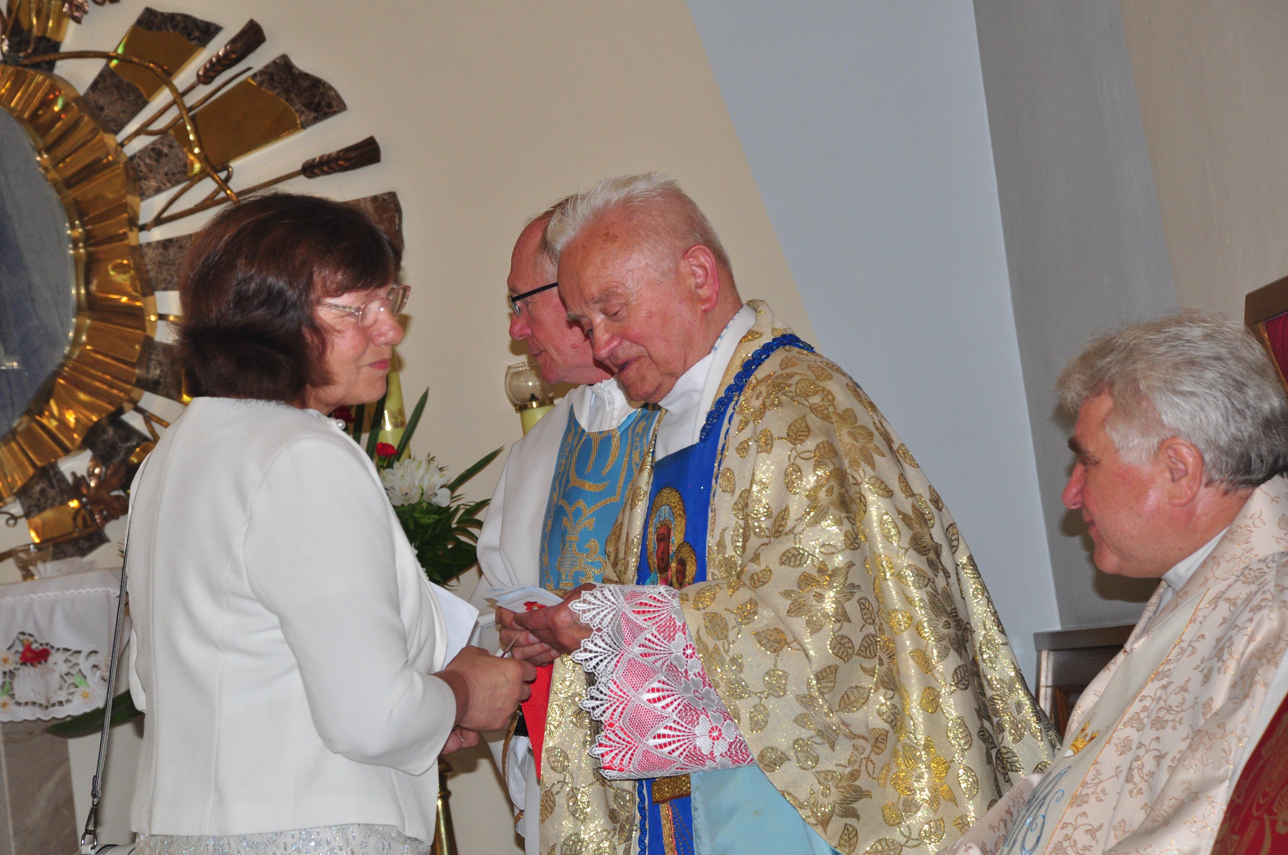 Gmina Cmolas. Ksiądz Tadeusz Kulig z Trzęsówki świętował 65 - lecie kapłaństwa - Zdjęcie główne