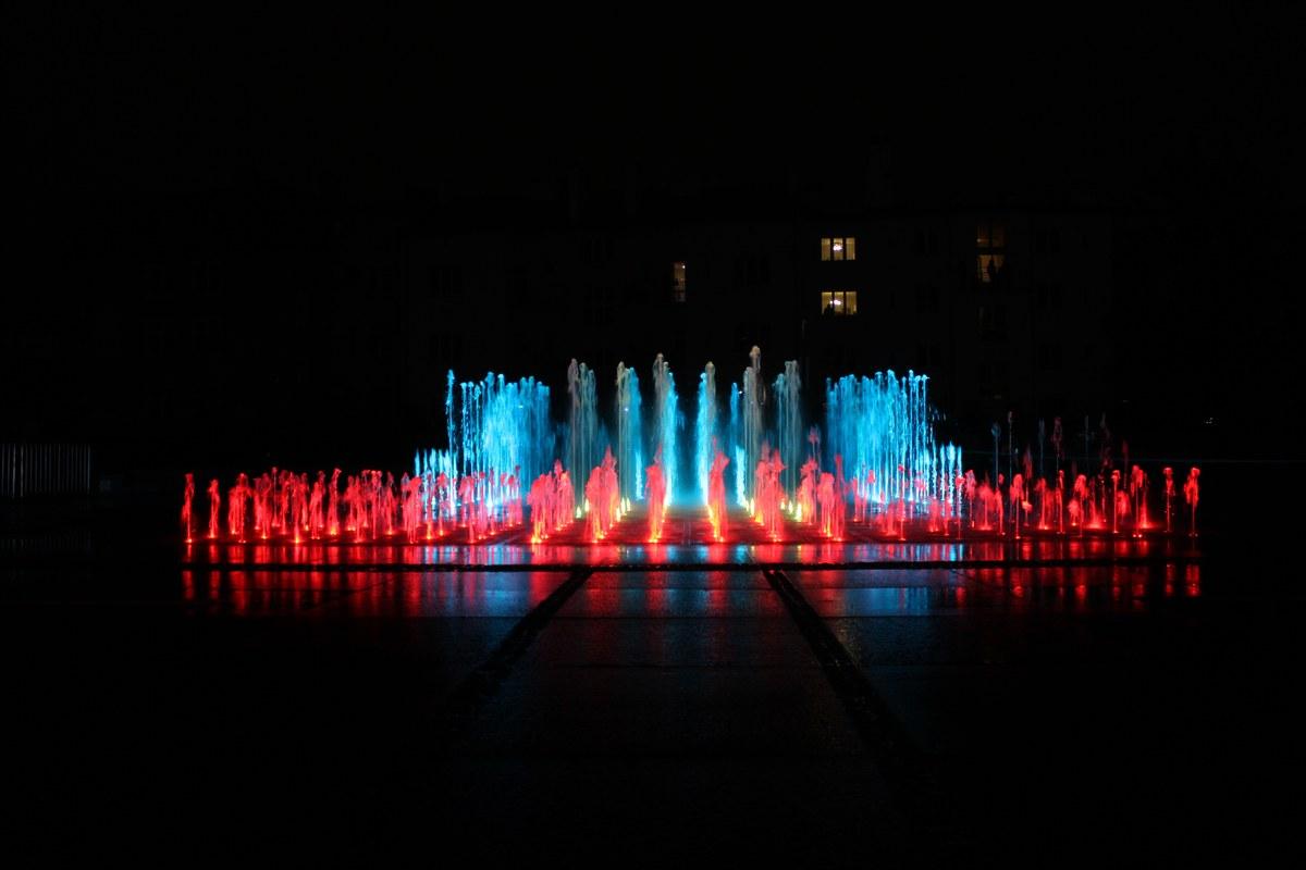 Multimedialna fontanna w Rzeszowie już działa. Sprawdź harmonogram pokazów specjalnych na 2018 rok  - Zdjęcie główne