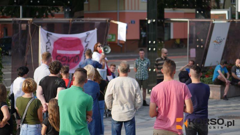 Protest przeciwko noszeniu maseczek zorganizowano w Mielcu [VIDEO] - Zdjęcie główne