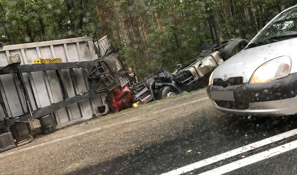Uwaga. Zdarzenie drogowe z udziałem ciężarówki między Kolbuszową a Rzeszowem. Droga może być zablokowana - Zdjęcie główne