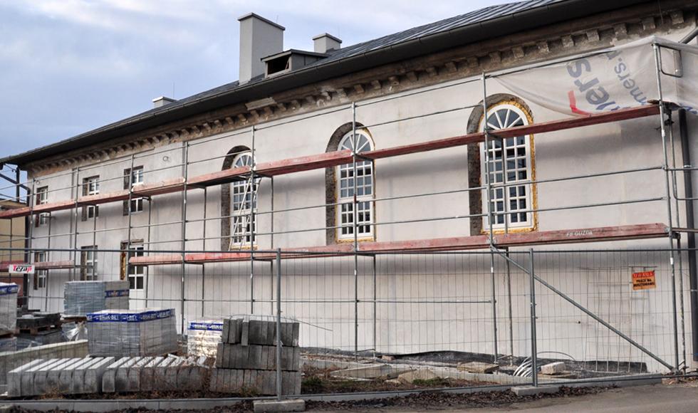 Nie jest zagrożony termin zakończenia prac przy przebudowie dawnej syganogi w Kolbuszowej  - Zdjęcie główne