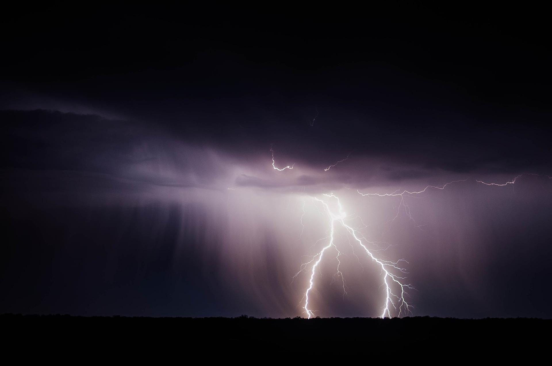 UWAGA! Burze z gradem w powiecie kolbuszowskim. IMGW wydało ostrzeżenie - Zdjęcie główne