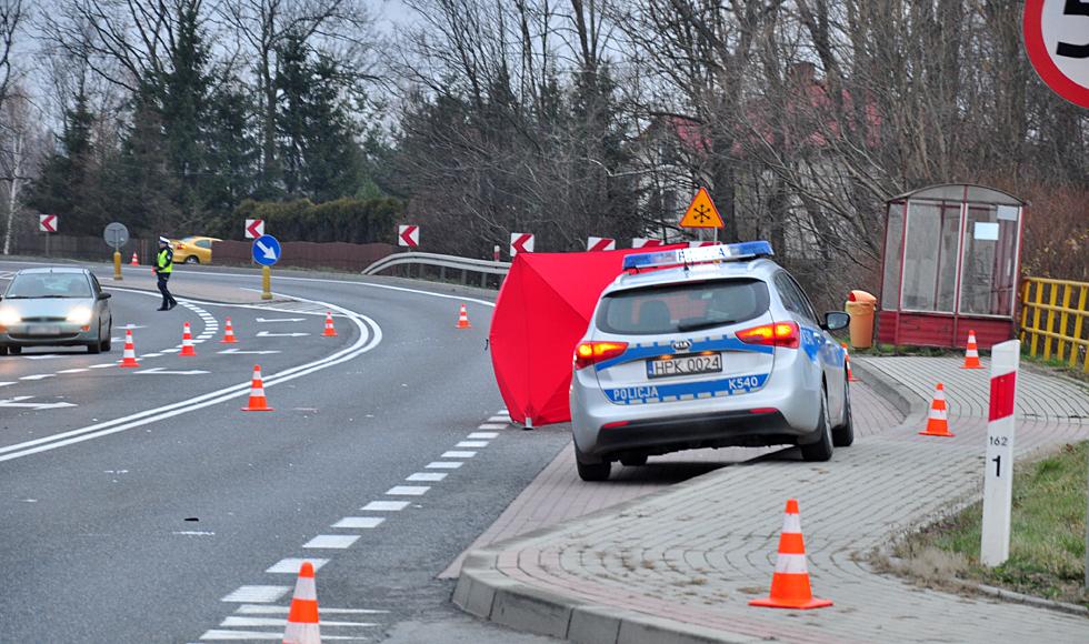 W Zarębkach (gm. Kolbuszowa) zginął 65-letni mężczyzna. Do tragedii doszło na tzw. zakręcie śmierci | ZDJĘCIA | - Zdjęcie główne