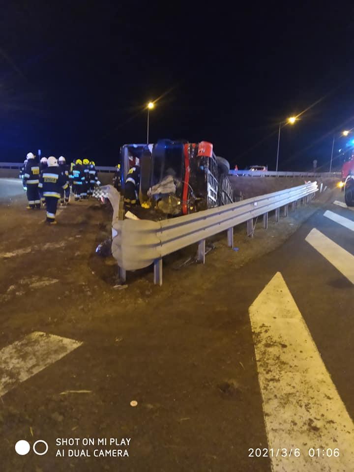 Podkarpacie: Wypadek autokaru na A4. 6 osób nie żyje, kilkadziesiąt jest rannych [ZDJĘCIA] - Zdjęcie główne