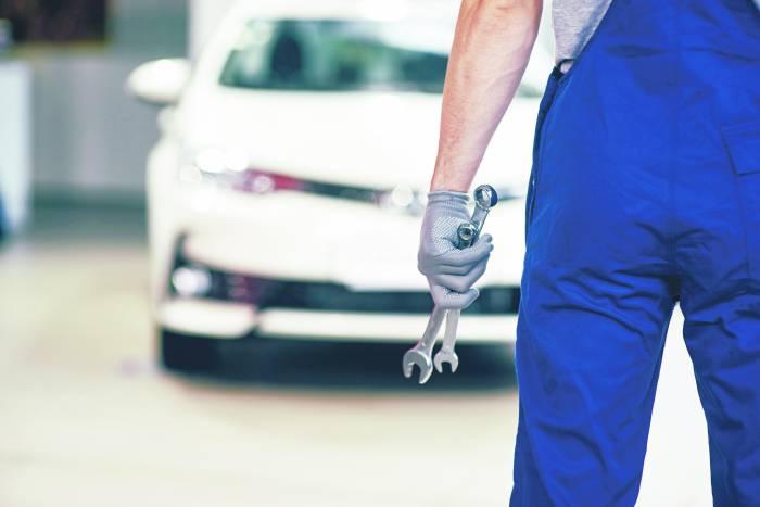 Policja ostrzega - znowu kradną części z samochodów  - Zdjęcie główne