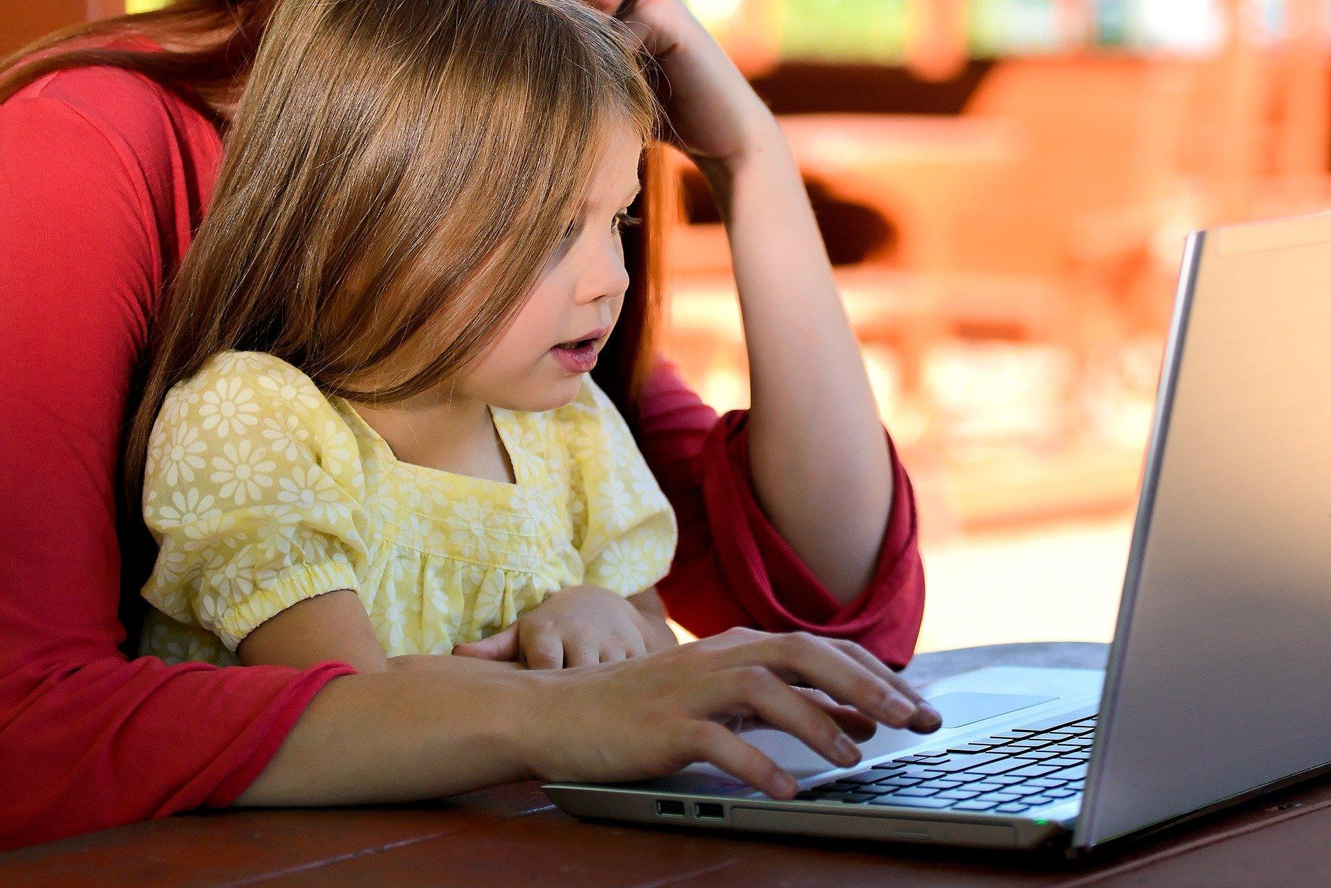Rodziny zastępcze otrzymały nowe laptopy - Zdjęcie główne