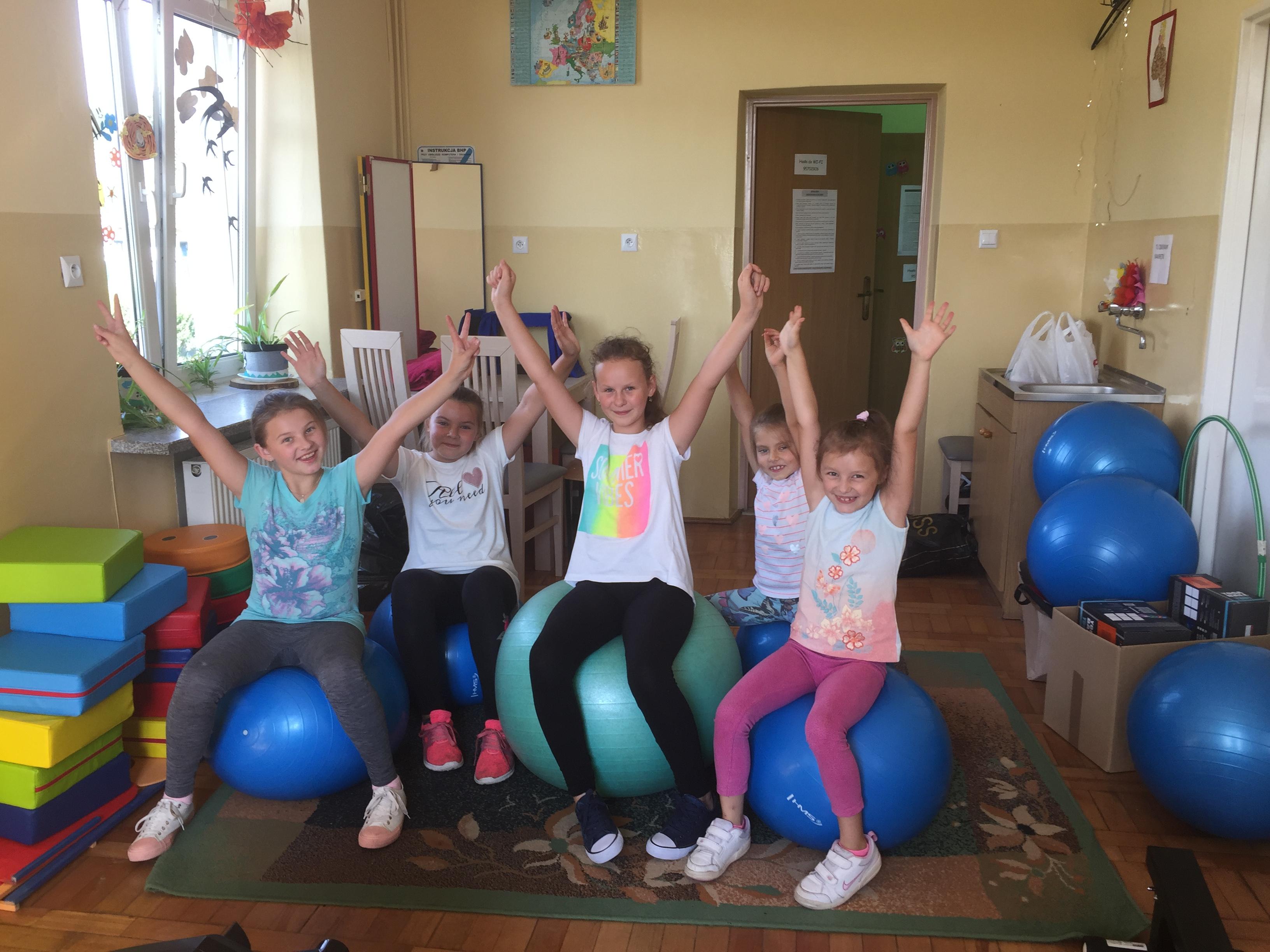 Projekt organizowany w gminie Dzikowiec miał za zadanie integrować młodzież i stworzyć dla niej przyjazne miejsca - Zdjęcie główne