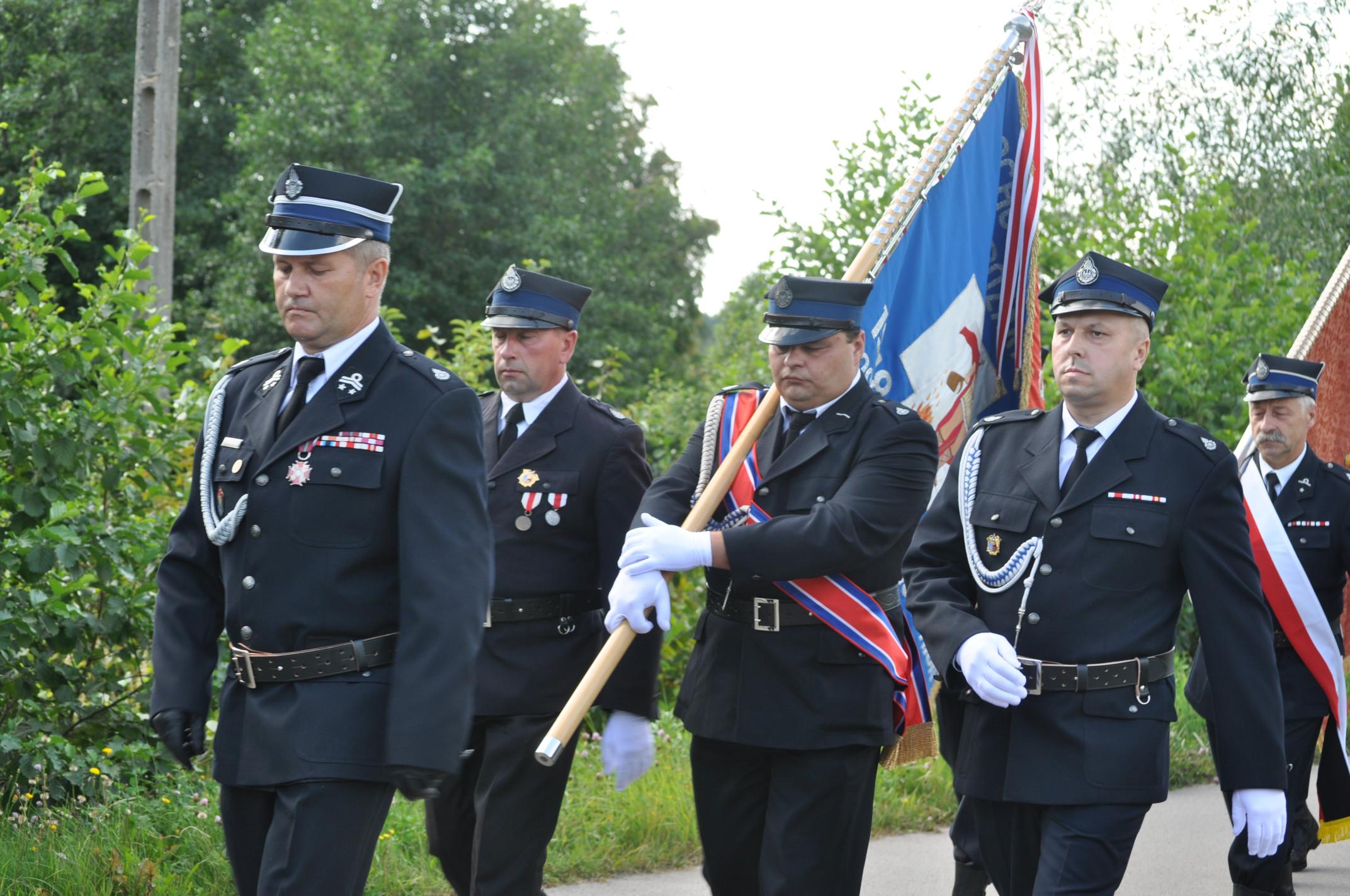 Gmina Cmolas. Jednostka OSP Ostrowy Baranowskie świętowała jubileusz [GALERIA ZDJĘĆ] - Zdjęcie główne