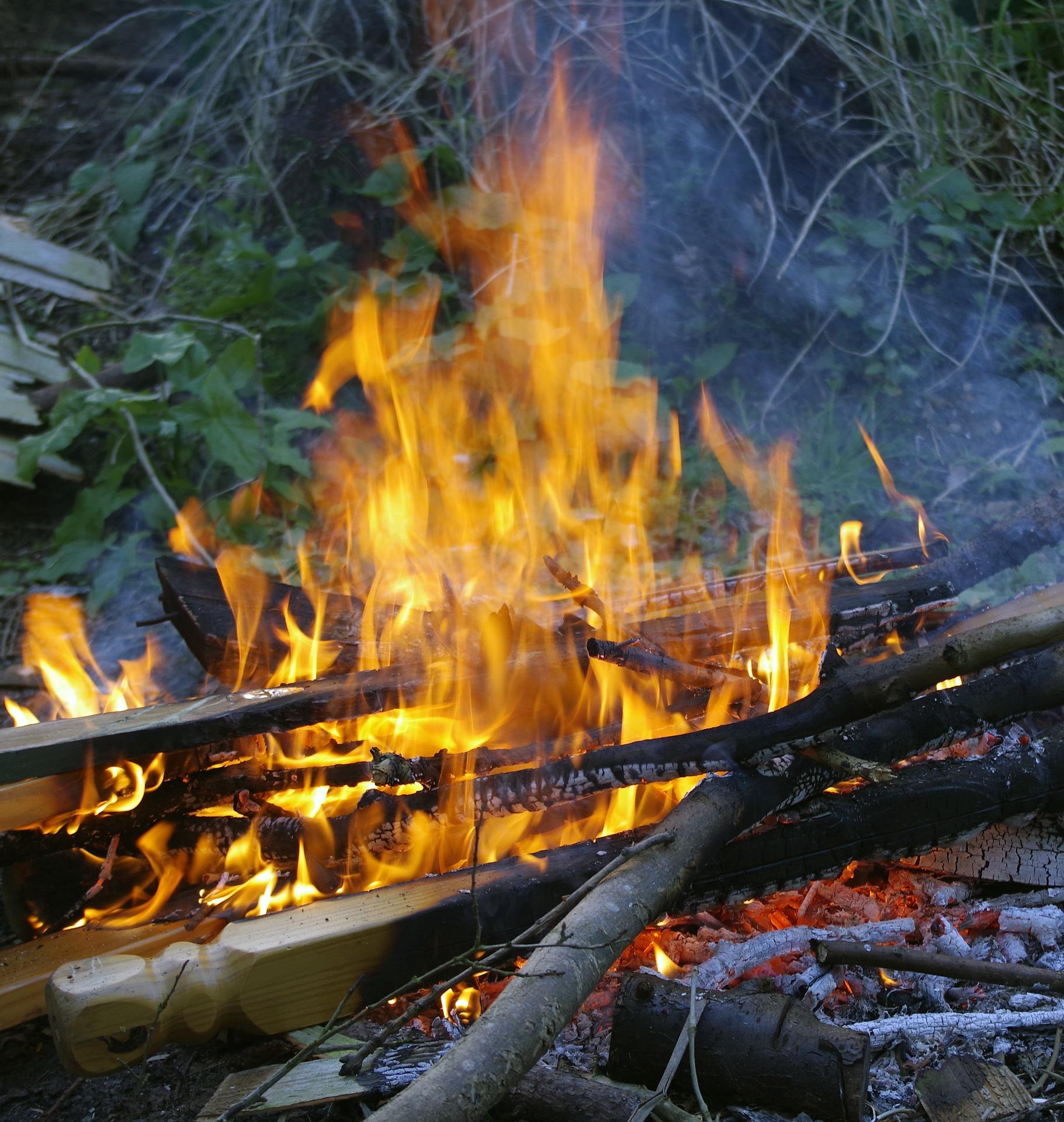 GMINA KOLBUSZOWA. Z ogniem na podwórku - Zdjęcie główne