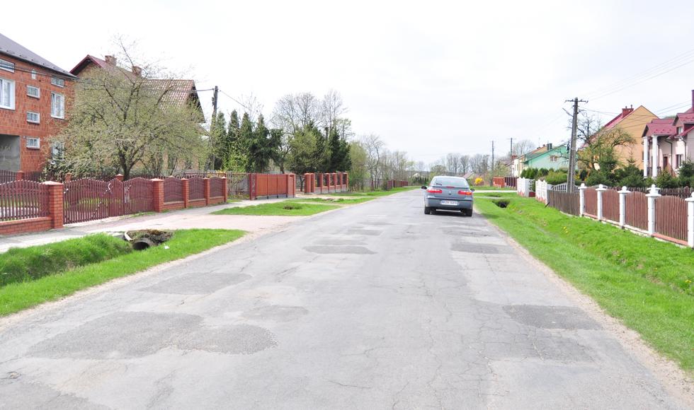 Jest szansa na remont drogi powiatowej w Woli Raniżowskiej od kościoła w stronę Lipnicy - Zdjęcie główne