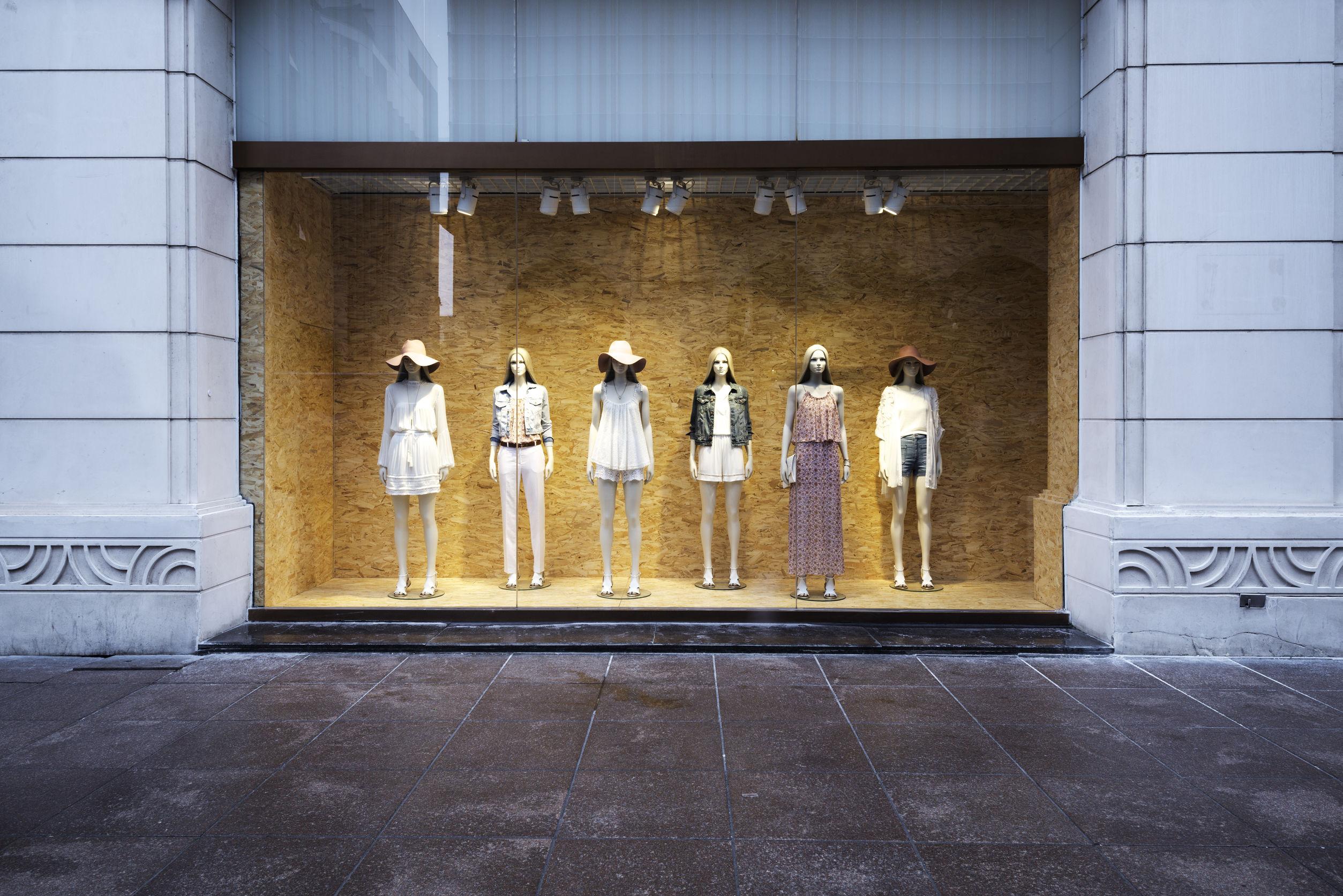Manekin wystawowy – niezbędnik sklepu odzieżowego - Zdjęcie główne