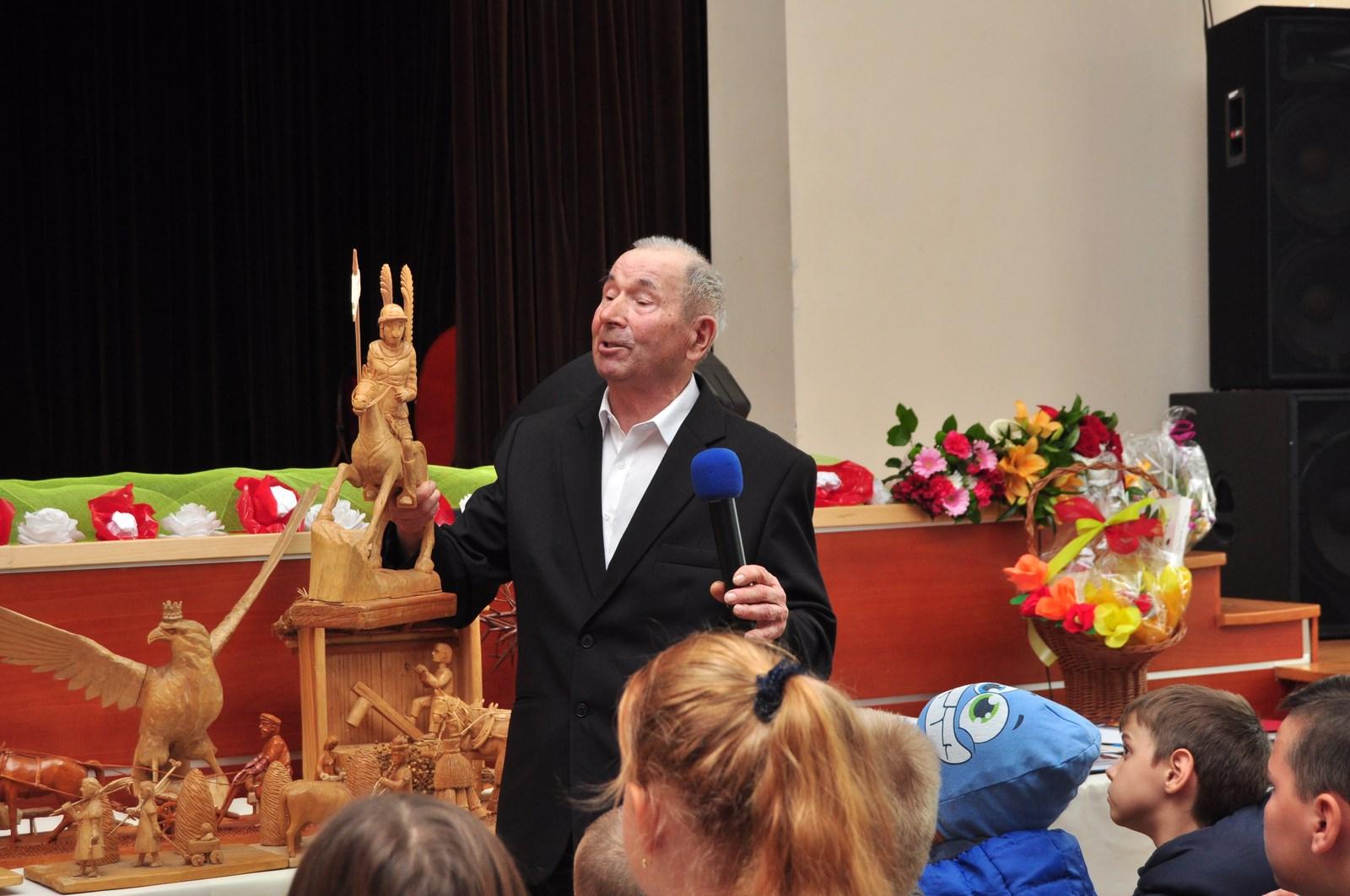 Jan Puk zaprezentował swoje prace w Majdanie Królewskim. Wystawę rzeźbiarza można oglądać jeszcze przez miesiąc   - Zdjęcie główne