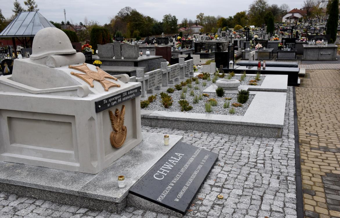 Wyremontowano kwatery żołnierzy Wojska Polskiego z 1939 roku na kolbuszowskim cmentarzu  - Zdjęcie główne