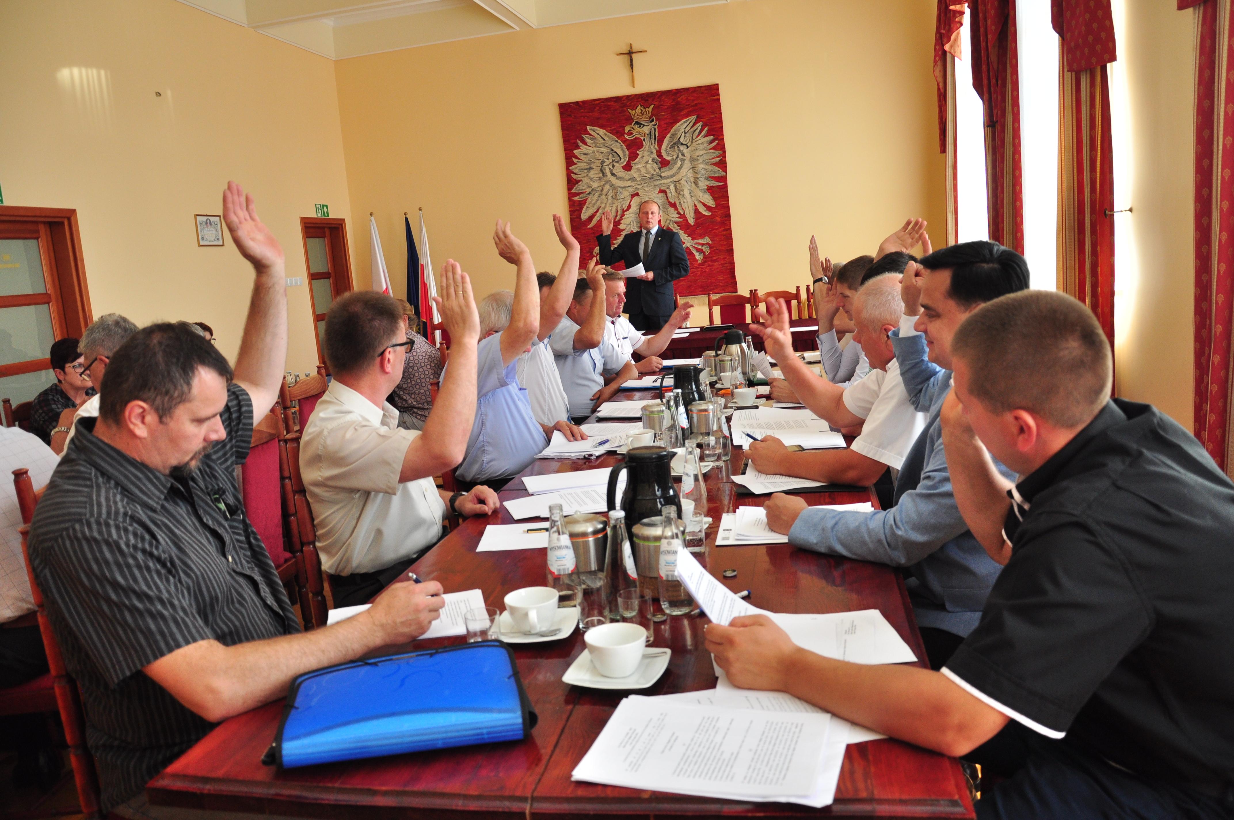 Radni ustalili wstępne zasady dostarczania wody i odprowadzania ścieków w gminie Majdan Królewski - Zdjęcie główne