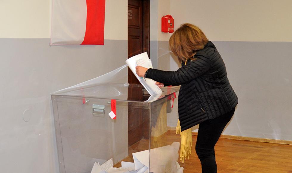 Trwają wybory samorządowe. Lokale wyborcze będą czynne do godz. 21. - Zdjęcie główne