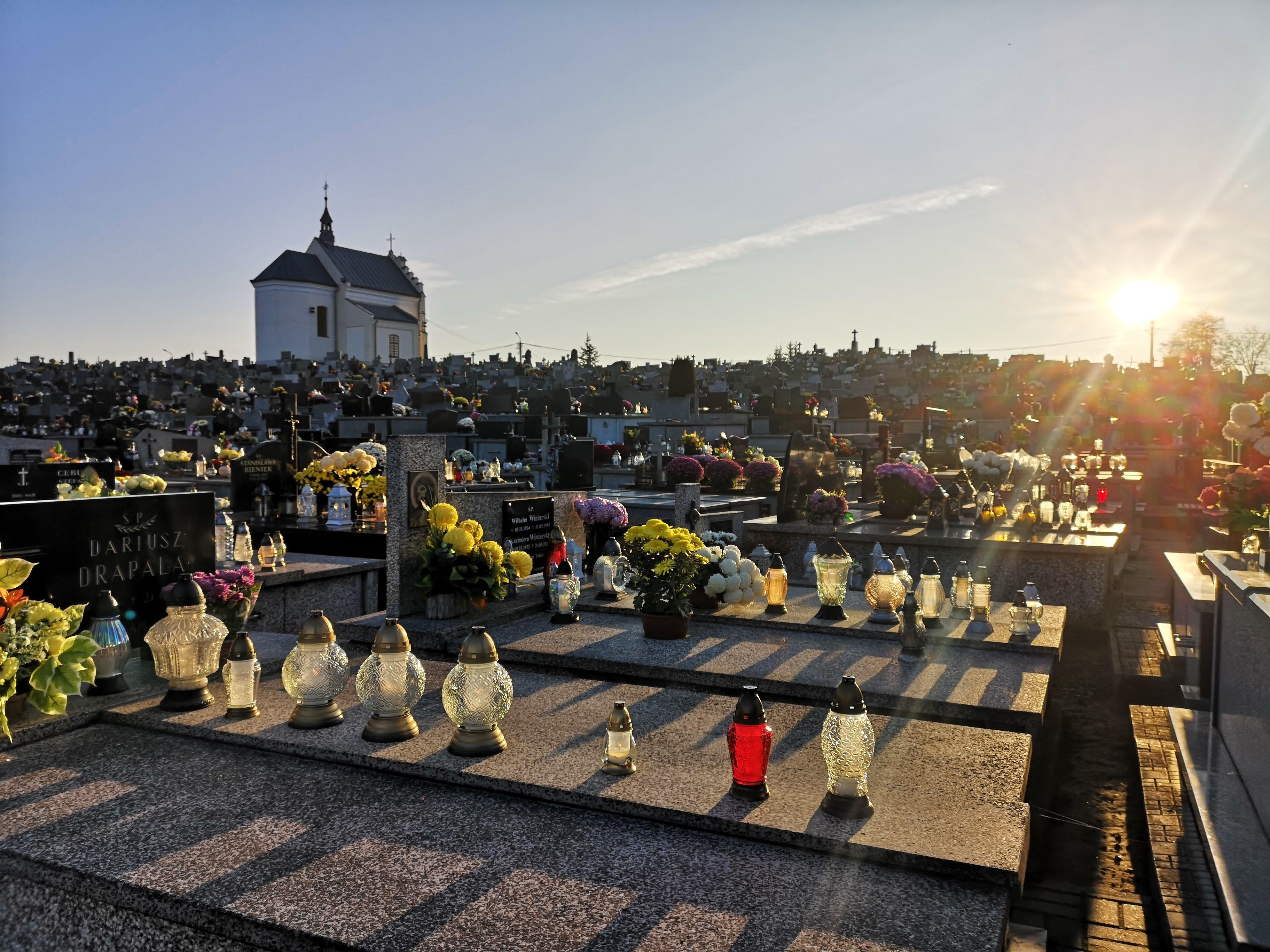 Kolbuszowskie cmentarze w dzień Wszystkich Świętych [FOTO] - Zdjęcie główne
