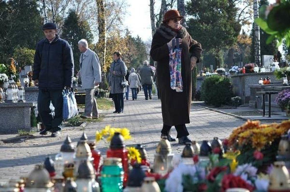 Z OSTATNIEJ CHWILI: Rząd zmuszony do zamknięcia cmentarzy! - Zdjęcie główne