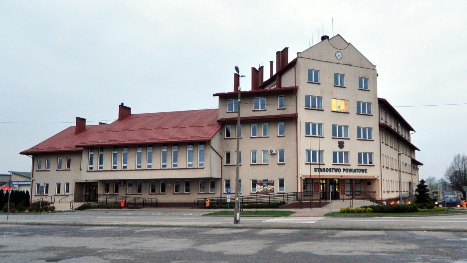 Budynek starostwa jak worek bez dna  - Zdjęcie główne