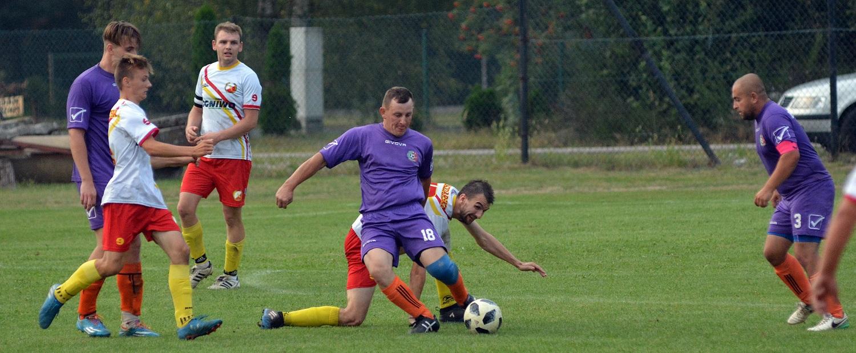 Piłka nożna.W drużynie LKS Hucina doszło do kilku transferów. Piłkarze regularnie trenują - Zdjęcie główne