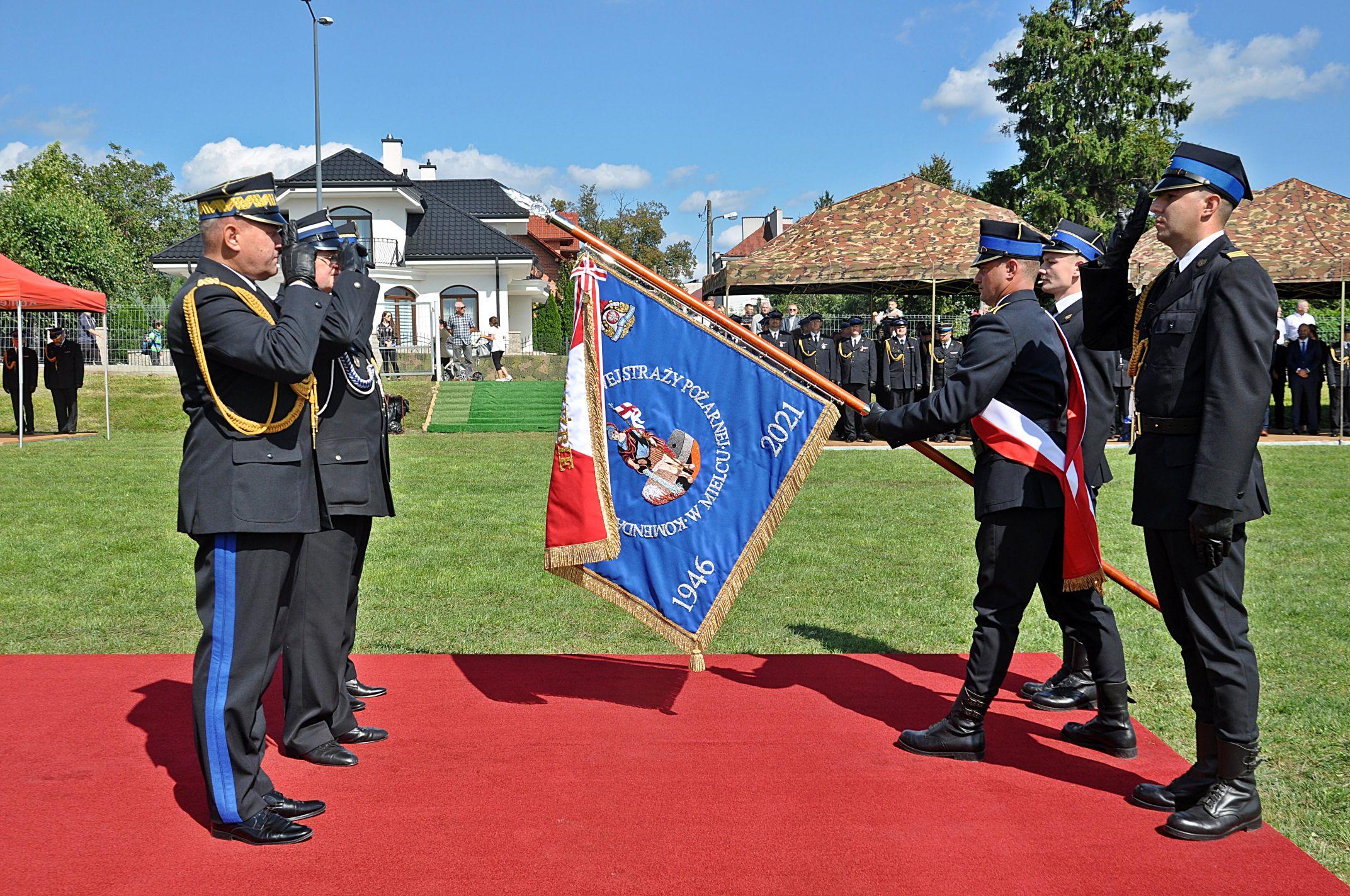 Z REGIONU. Mieleccy strażacy świętowali 75-lecie pożarnictwa [ZDJĘCIA - WIDEO] - Zdjęcie główne
