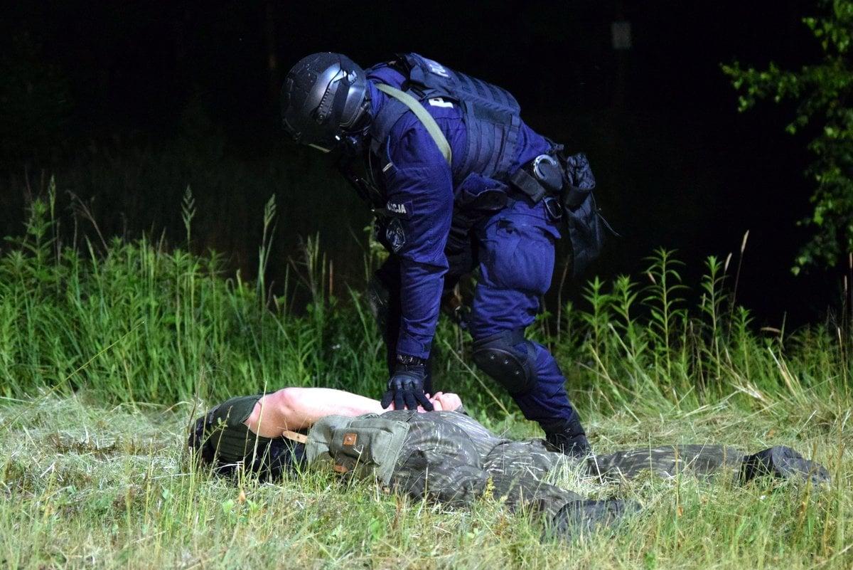 PODKARPACIE: Groźny sprawca pobicia niemieckich policjantów wpadł w naszym regionie - Zdjęcie główne