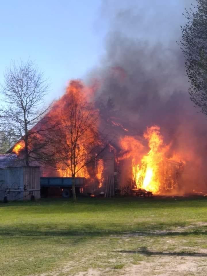 Pożar w Nowej Wsi. Strażacy walczyli z ogniem przez ponad 6 godzin [ZDJĘCIA] - Zdjęcie główne
