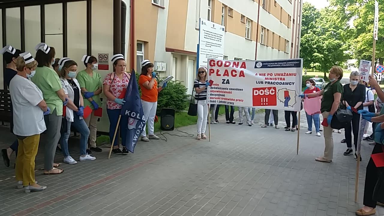 Manifestacja pielęgniarek przed szpitalem w Kolbuszowej [ZDJĘCIA] - Zdjęcie główne