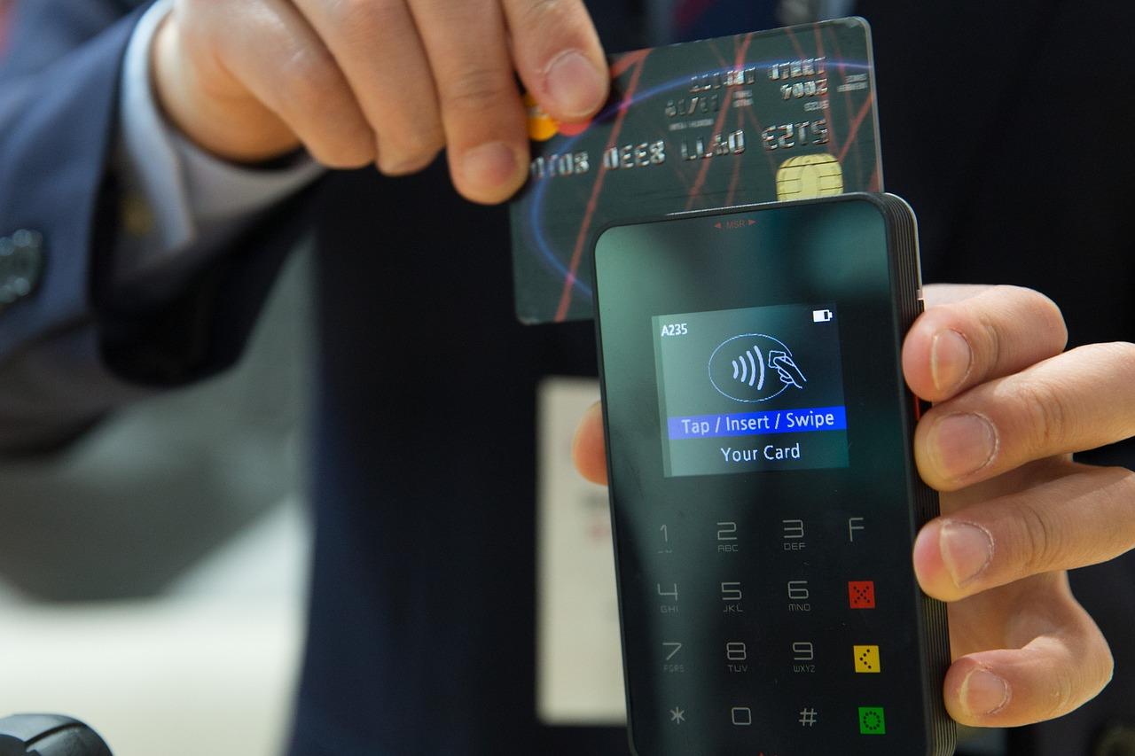 Do 100 zł bez wpisywania PIN-u. Nowe limity płatności zbliżeniowych  - Zdjęcie główne