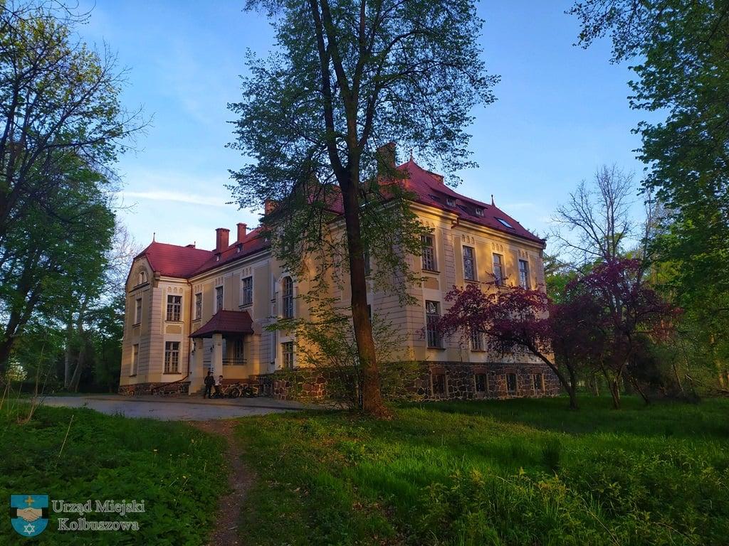 Pałac Tyszkiewiczów w Weryni w pięknej odsłonie. Tam spotkasz Białą Damę z zaświatów [ZDJĘCIA] - Zdjęcie główne
