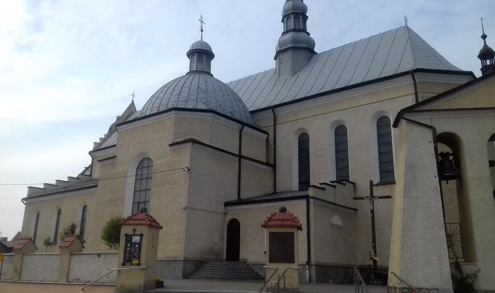 Kolbuszowska kolegiata wybrała firmę, która wyremontuje dach i wymieni okna w kościele  - Zdjęcie główne