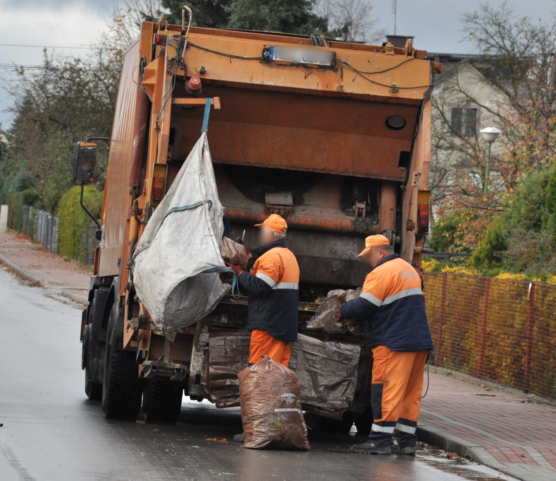 Gmina Cmolas. Podwyżka opłat za śmieci w rękach radnych  - Zdjęcie główne
