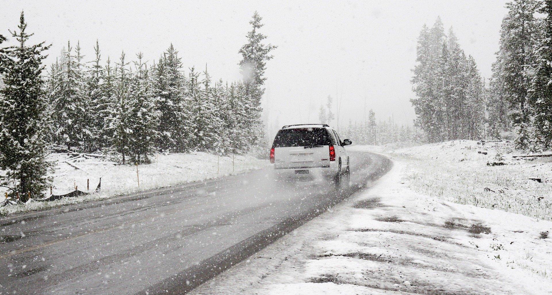 Nadchodzą intensywne opady śniegu. Ostrzeżenie dla naszego powiatu - Zdjęcie główne