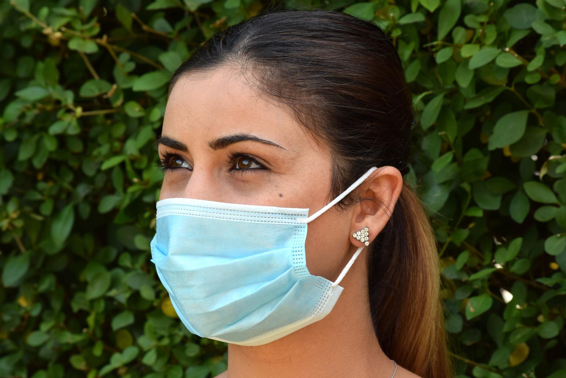 Za brak maseczki ukarana może zostać nie tylko osoba, która ma odsłonięte usta i nos - Zdjęcie główne