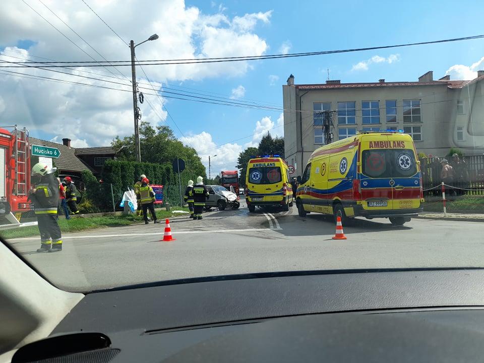 Z REGIONU: Wypadek w Przewrotnem. Zderzenie forda i seicento - Zdjęcie główne