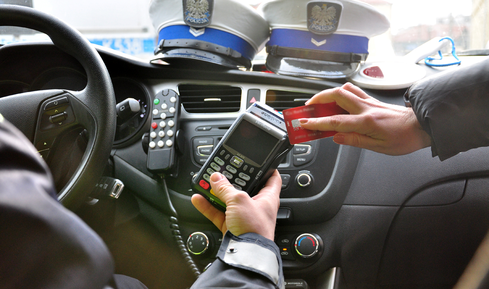 Od lutego za mandat można zapłacić u policjanta kartą płatniczą - Zdjęcie główne