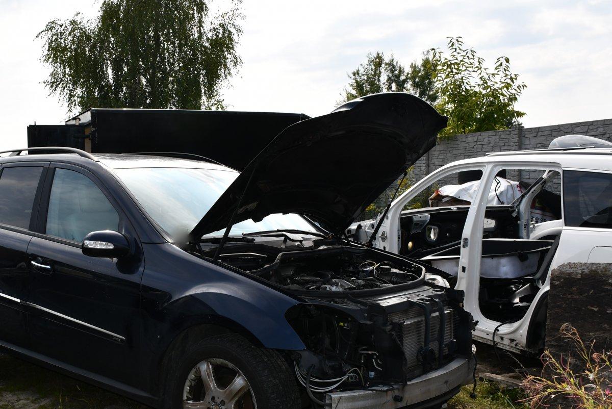 Dziupla w Majdanie Królewskim. Policja odkryła skradziony samochód [ZDJĘCIA] - Zdjęcie główne