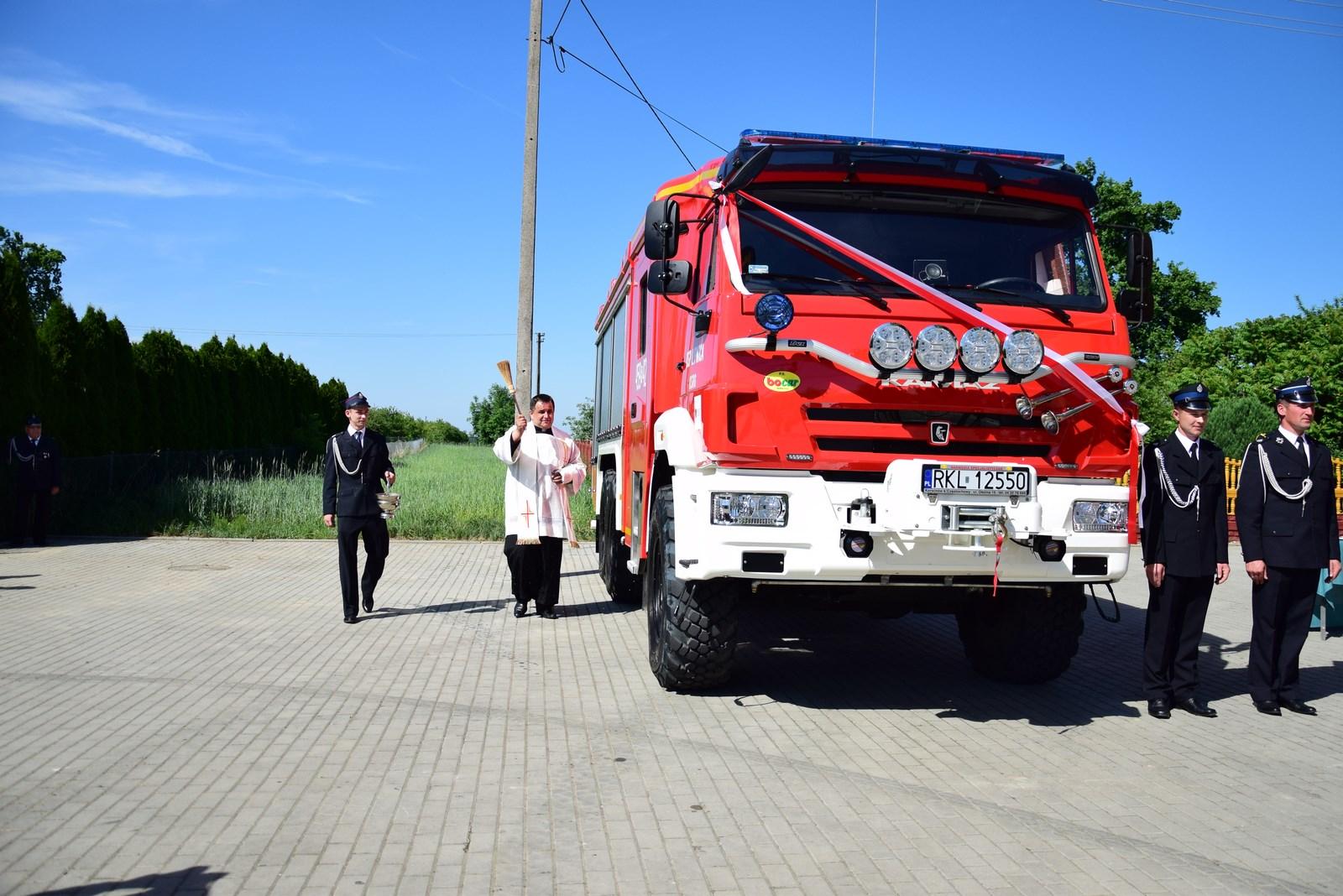 Strażacy z Lipnicy odebrali nowy samochód ratowniczo - gaśniczy. Wóz kosztował prawie milion złotych  - Zdjęcie główne