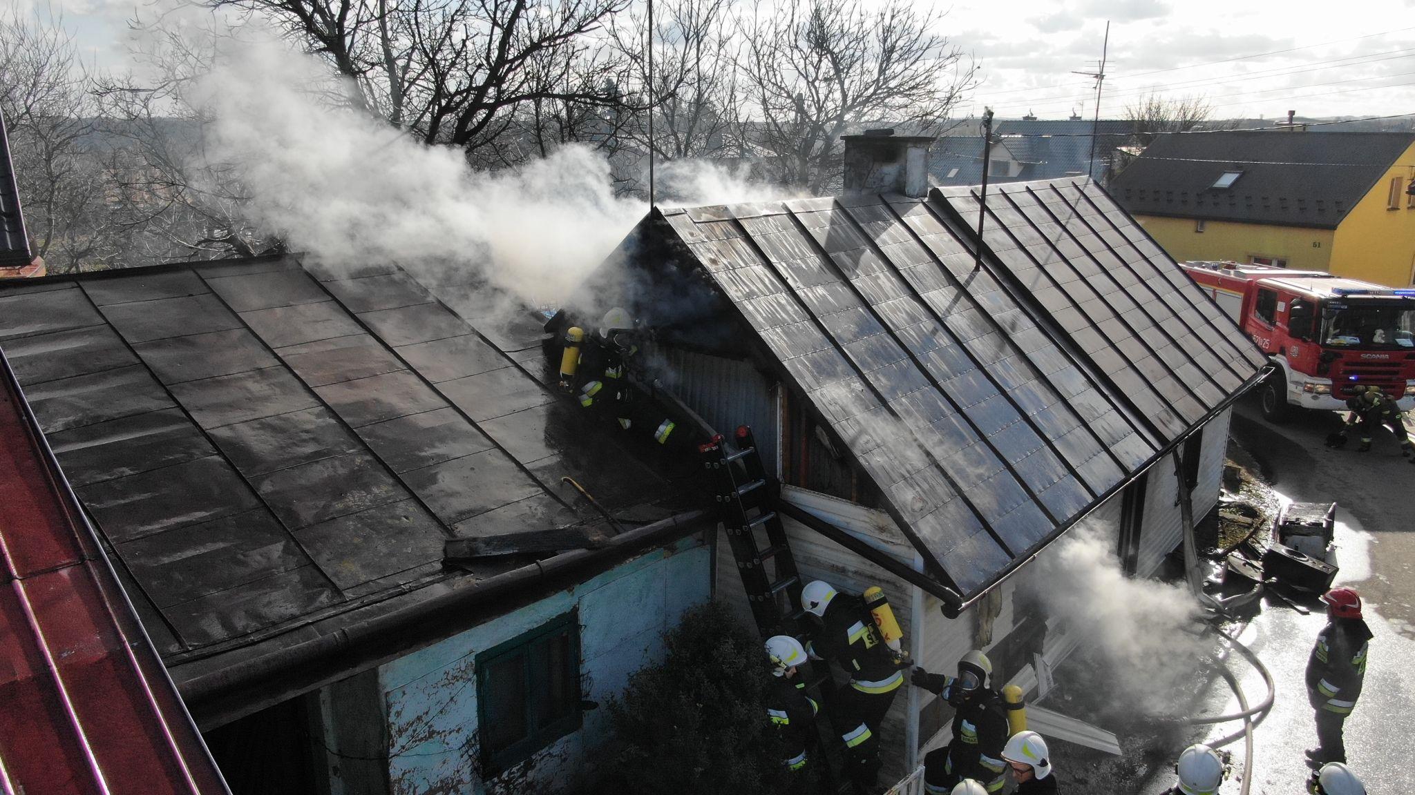 Z PODKARPACIA. Pożar w drewnianym domu. Zginął człowiek [FOTO] - Zdjęcie główne