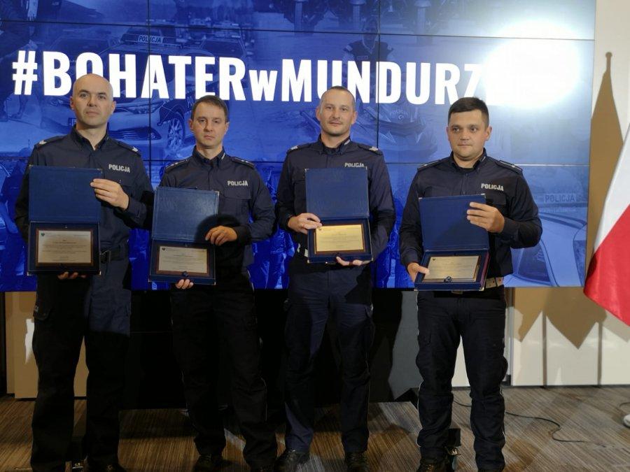 Kolbuszowscy policjanci otrzymali medale za swoje bohaterstwo [ZDJĘCIA] - Zdjęcie główne