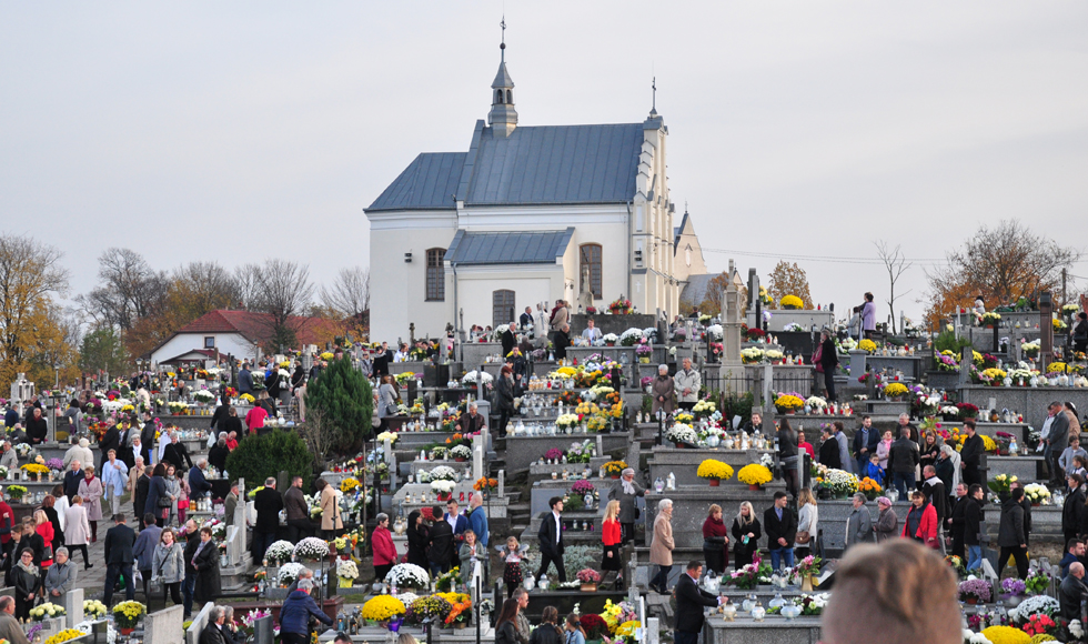 Dzisiaj odwiedziliśmy groby naszych bliskich. Zobacz zdjęcia z największego cmentarza w powiecie kolbuszowskim  - Zdjęcie główne