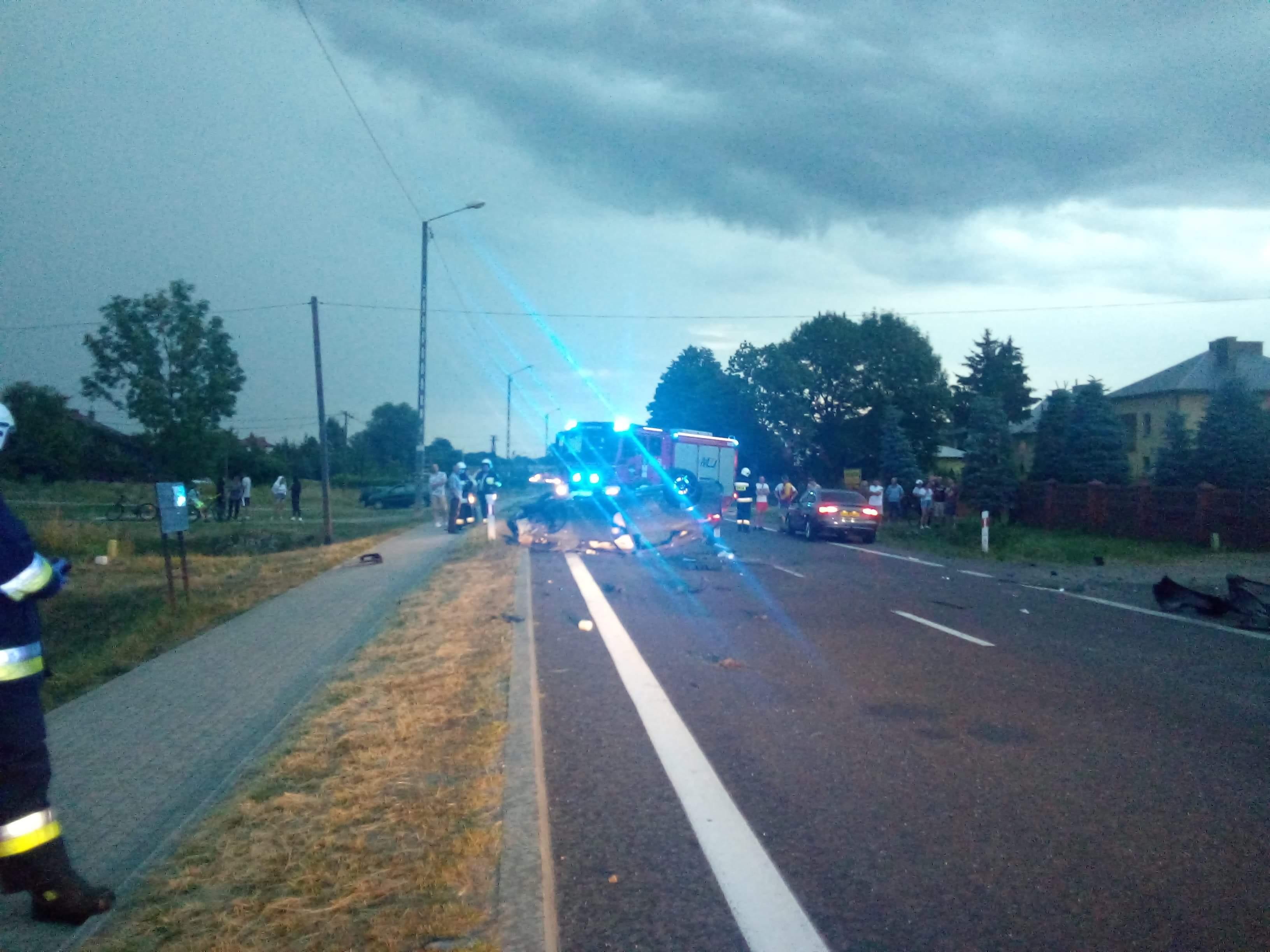 Wypadek w Widełce. Droga całkowice zablokowana [FOTO] - Zdjęcie główne